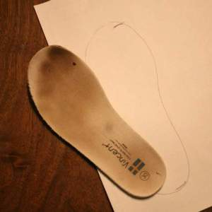 Tracing the insert of H's shoe